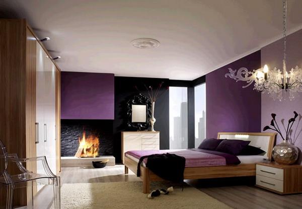 Фото: современные идеи спальня с деревянной мебелью, ковриком, ламинатом, сочетающие в себе сиреневые и кремовые тона