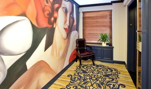 Фото: роспись стены в коридоре
