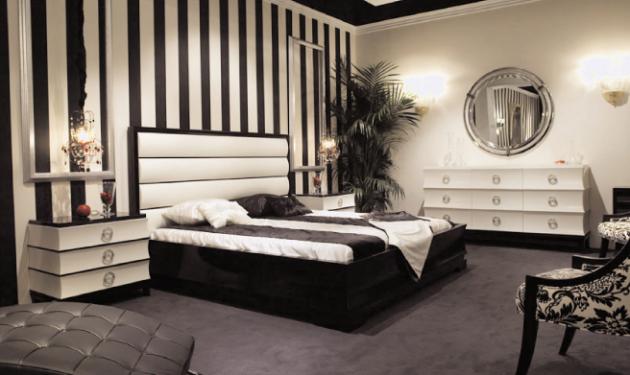 Фото: полосатые обои помогут вам визуально увеличить высоту комнаты