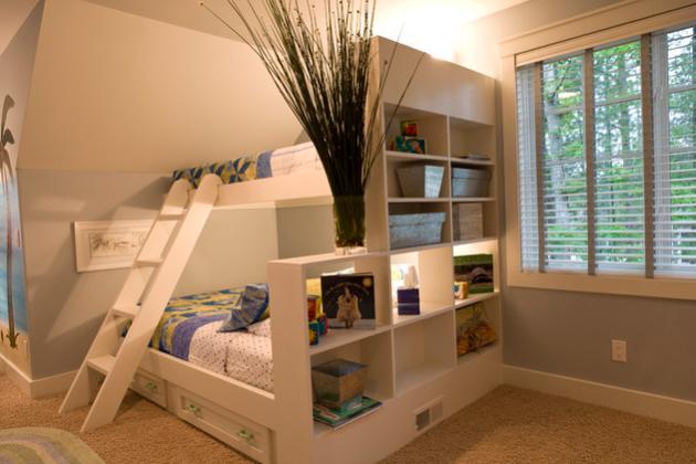 Фото: двухъярусная кровать с выдвижными ящиками для хранения вещей поможет вам сэкономить немало места в детской комнате