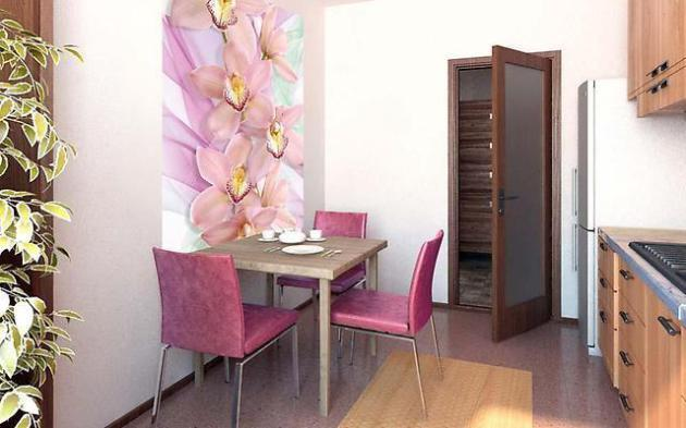 Фото: обойная вставка в интерьере маленькой кухни