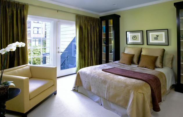 Фото: сочетание бежевого и зеленого цвета в спальне помогут создать вам природную, наиболее подходящую для отдыха атмосферу