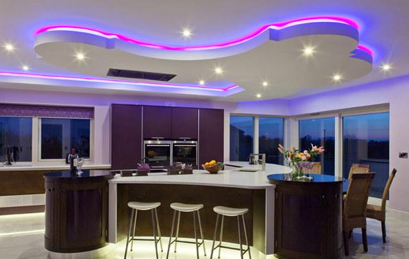 Фото: светодиодная подсветка потолка на кухне