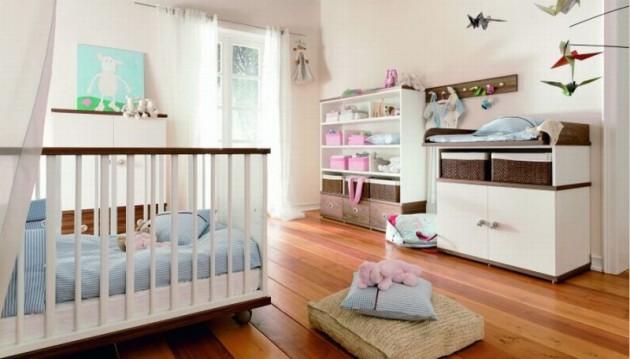 Фото: пеленальный столик со встроенными ящиками для хранения вещей новорожденного