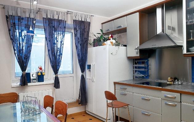 Фото: правильный выбор штор для маленькой кухни
