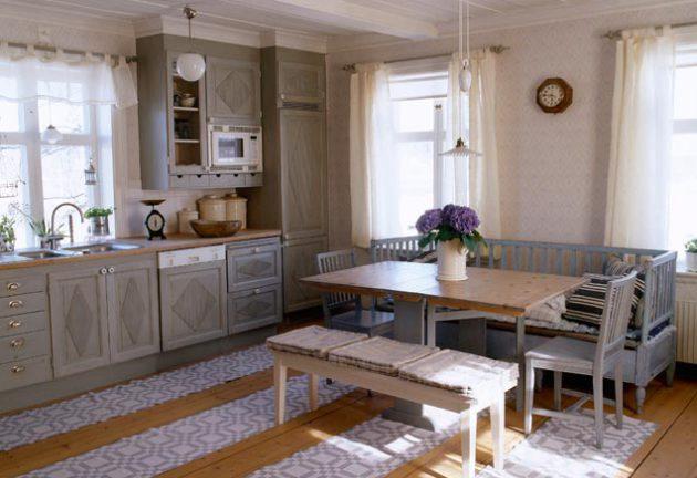 Фото: небольшие коврики в интерьере кухни деревенского стиля