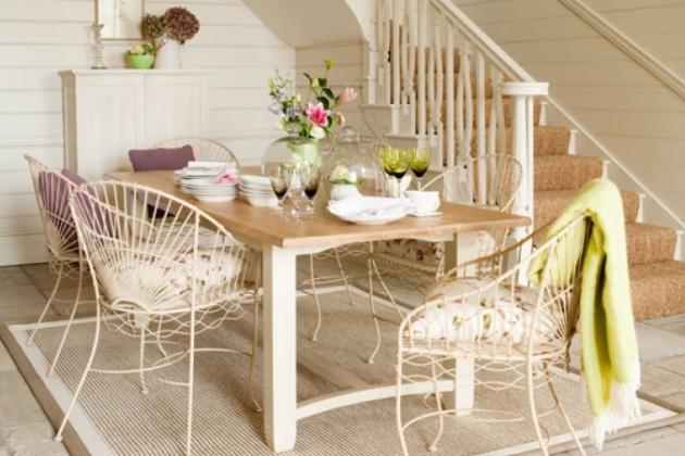 Фото: плетеная мебель в интерьере прихожей станет наилучшим выбором для декорирования в стиле кантри