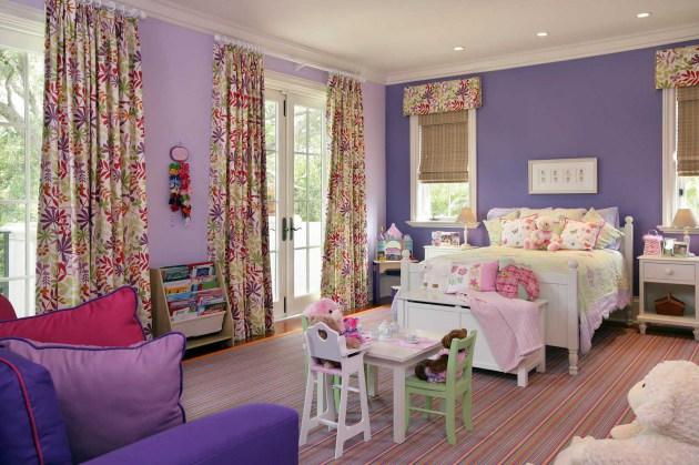 Фото: детская комната, оформленная в сиреневых тонах
