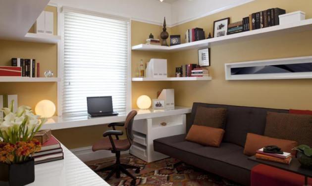 Фото: угловые полки станут отличным решением для небольших комнат