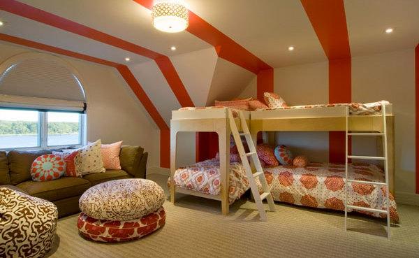Фото: детская комната на мансарде