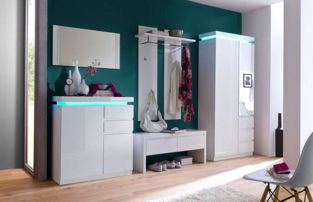 Фото: светодиодная подсветка мебели в прихожей