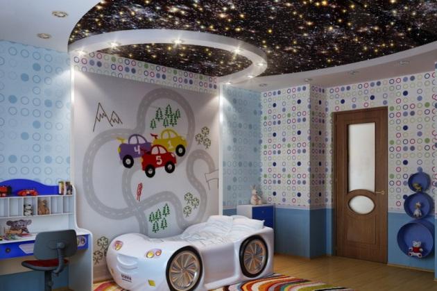Фото: натяжной потолок, имитирующий звездное небо