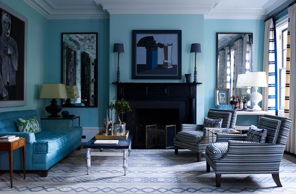 Фото: оформление стен в гостиной цветом аквамарин