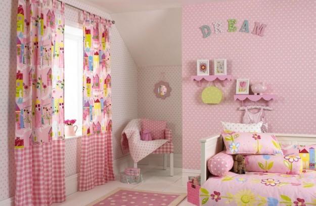 Фото: шторы в интерьере комнаты для девочки