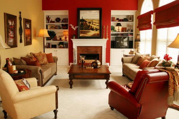 Фото: гостиная, оформленная в красном цвете,  в сочетании с камином и внушительными по размерам окнами будет выглядеть по-королевски