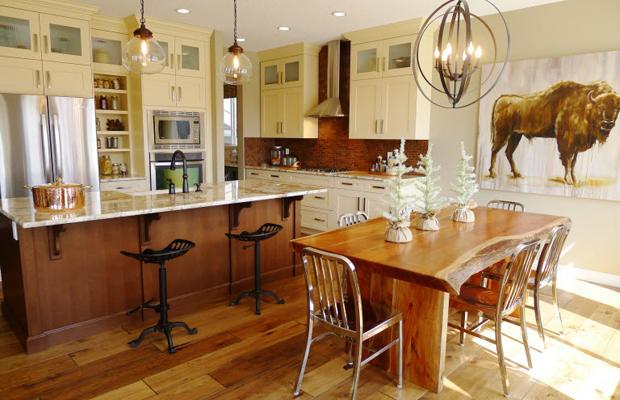 Фото: картины с изображением сельской местности или животных подчеркнут деревенский стиль вашей кухни