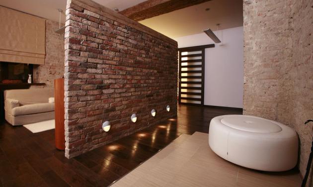 Фото: оригинальная идея подсветки стены