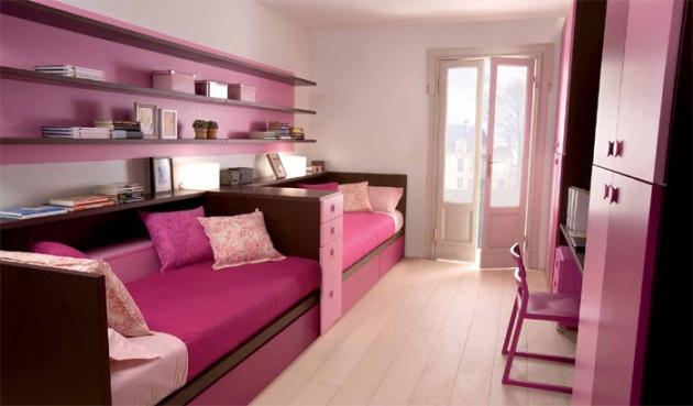 Фото: расположение кроватей вдоль стены
