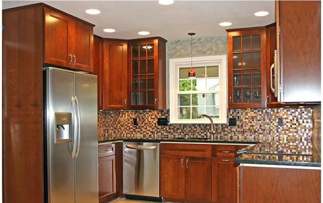 Фото: точечное освещение в интерьере маленькой кухни