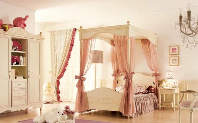 Фото: кровать с балдахином