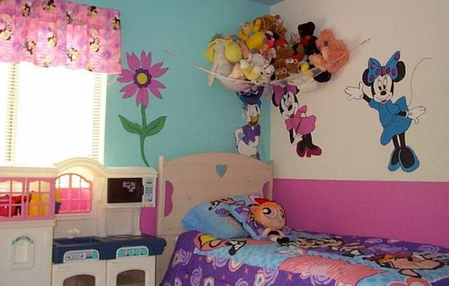 Фото: декорирование стен виниловыми стикерами