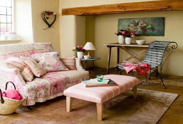 Фото: кованое кресло в интерьере гостиной