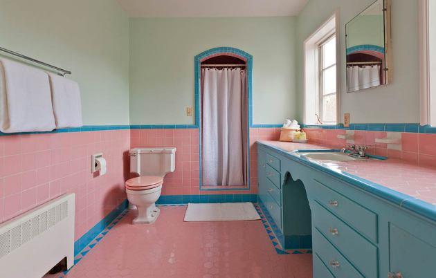 Фото: сочетание розового и голубого наполнит вашу ванную прохладой