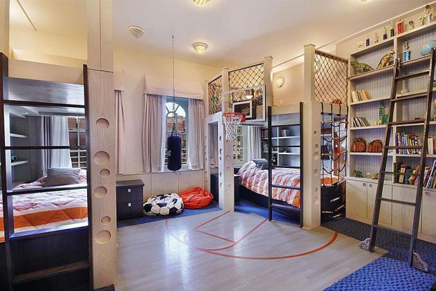 Фото: спортивный уголок в интерьере комнаты для мальчиков