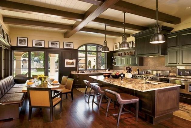 Фото: деревянные балки в интерьере кухни, совмещенной со столовой