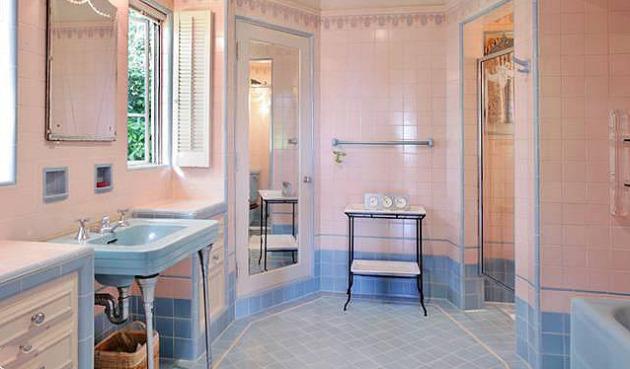 Фото: сочетание теплого и холодного тона в интерьере ванной