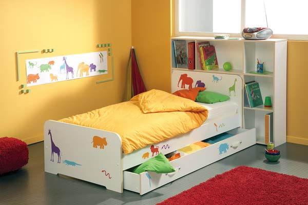 Фото: кровать с отделом для хранения вещей