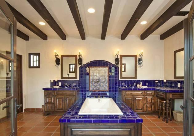 Фото: ванная в испанском колониальном стиле