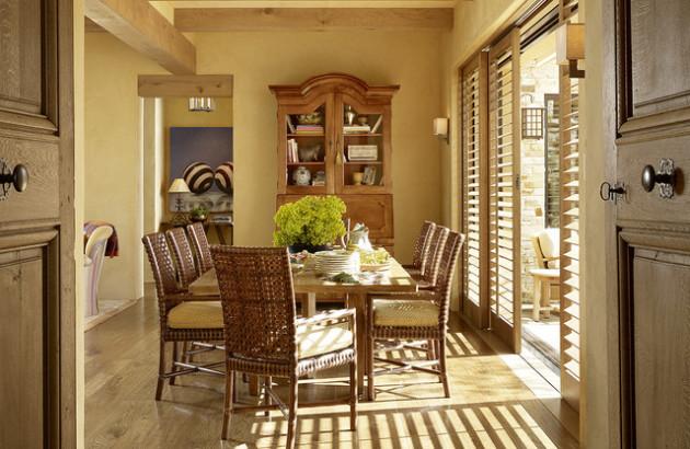 Фото: плетеные стулья в интерьере столовой