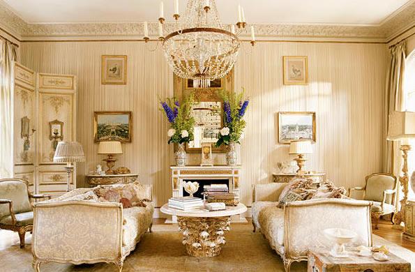 Фото: хрустальная люстра в интерьере гостиной
