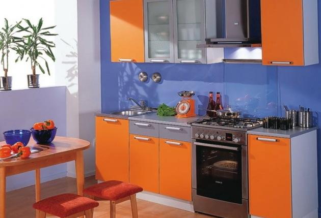 Фото: синий и оранжевый тона должны быть использованы в интерьере в одинаковом соотношении