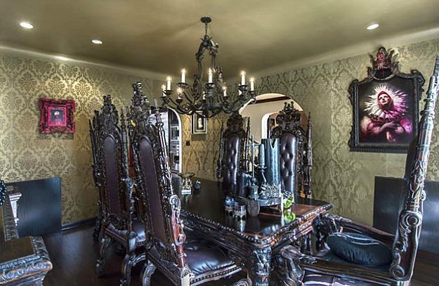 Фото: несколько кресел-тронов создадут уютный островок в вашей комнате