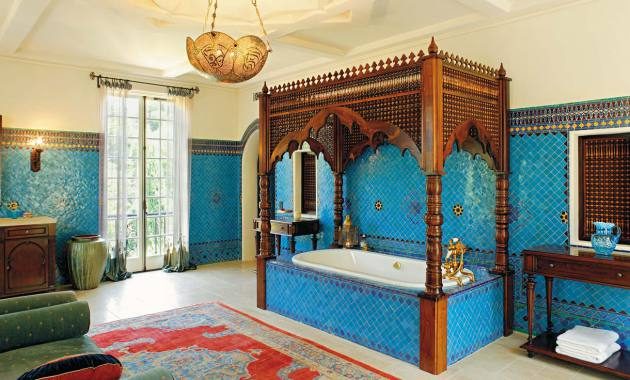 Фото: декорирование стен мозаикой в ванной