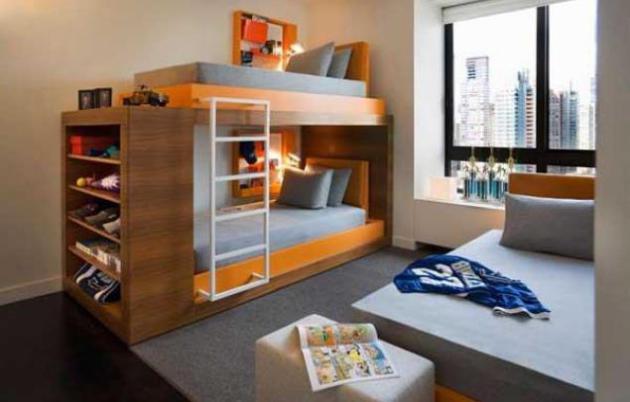 Фото: двухъярусная кровать с полками для хранения вещей