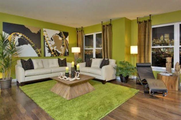 Фото: ковер, имитирующий траву, в сочетании с коричневым полом поможет вам создать атмосферу, максимально приближенную к природной