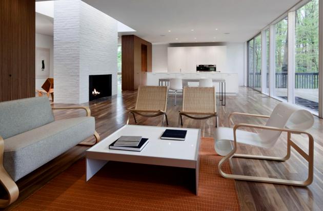 Фото: отсутствие деления на комнаты является одной из основных особенностей стиля минимализм