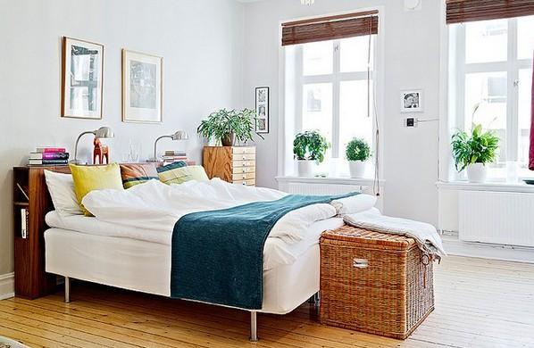 Фото: плетеный сундук в интерьере спальни