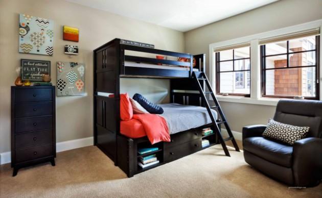 Фото: двухъярусная кровать с выдвижными ящиками для хранения вещей