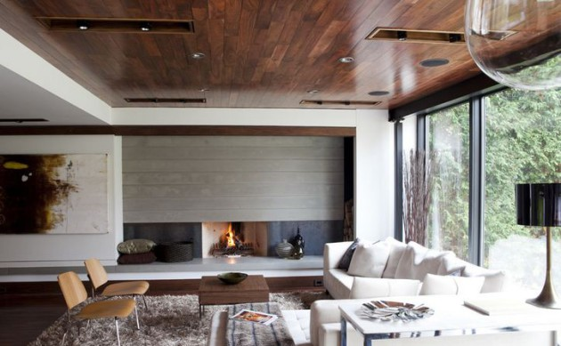 Фото: сочетание темного пола и темного потолка уменьшает высоту комнаты, но визуально расширяет ее