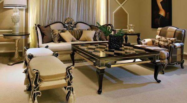 Фото: низкие кресла и журнальный столик идеально впишутся в интерьер гостиной итальянского стиля