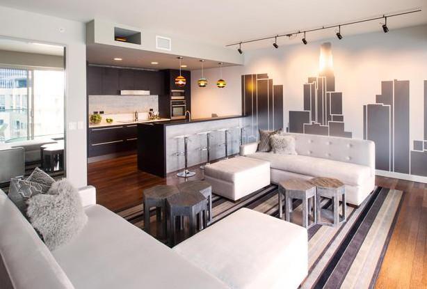 Фото: зонирование фотообоями гостиной, совмещенной с кухней