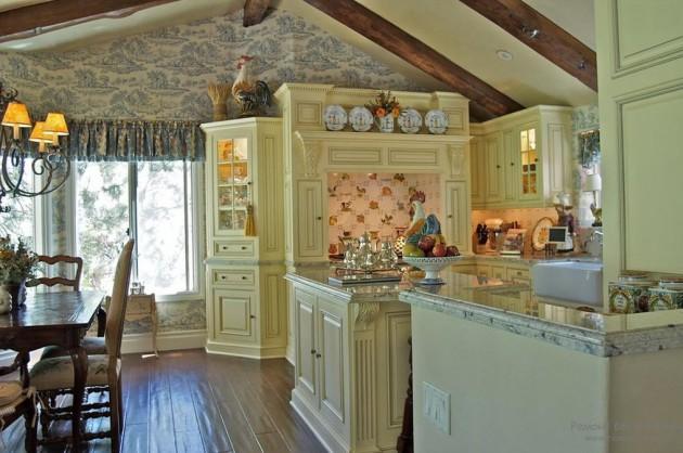 Фото: декорирование кухни фигуркой петуха, который является одним из символов Франции