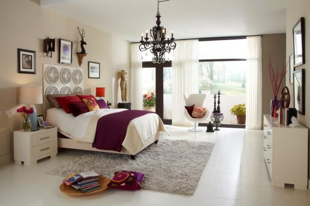 Фото: люстра из черного хрусталя в интерьере спальни