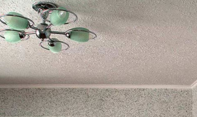 Фото: отделка стен и потолка жидкими обоями
