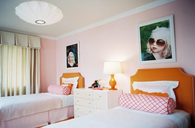 Фото: декорирование стены фотографиями девочек