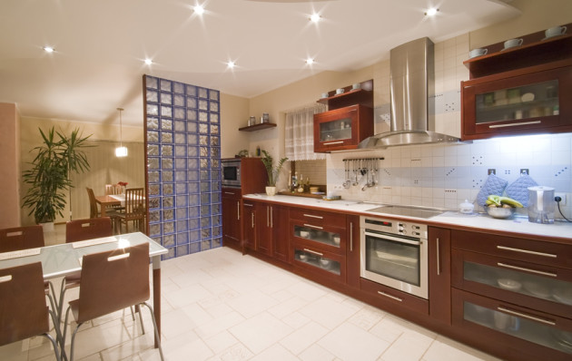 Фото: зонирование кухни и столовой